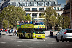 bussutfärdfrance paris turist Arkivfoto