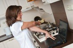 Bussy Frau - Arbeit zu Hause Stockfotografie