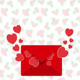 Busta con la lettera di amore dal cuore rosso di rosso della mosca della busta Fotografia Stock Libera da Diritti