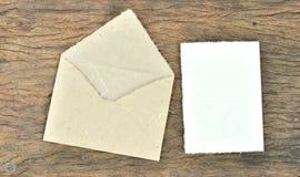 Busta e documento in bianco fatti dal documento del gelso Fotografia Stock Libera da Diritti