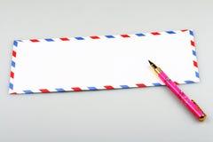 Busta e penna Immagini Stock Libere da Diritti