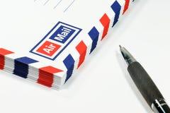 Busta e penna fotografia stock libera da diritti