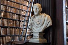 Buste de Cicero dans l'université de trinité Photos stock