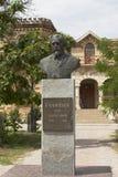 Buste de Lev Golitsyn près de la rédaction du ` de station thermale d'Evpatoria de ` de journal dans la ville d'Evpatoria Images libres de droits