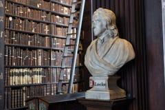 Buste de Locke dans l'université de trinité Images libres de droits