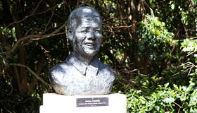 Buste de Nelson Mandela Photos stock
