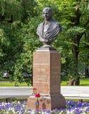 Buste de Nikolai Gogol dans le jardin d'Aleksandrovsky à St Petersburg Photographie stock