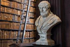 Buste de Platon dans l'université de trinité images libres de droits