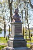 Buste de Tadeusz Kosciuszko fondé par des employés de PKP en parc dans Ostroda photographie stock