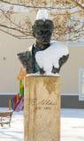 Buste de Vasil Levski dans la rue couverte de neige au centre du Bulgare Pomorie, hiver 2017 Photo libre de droits