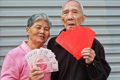 Buste rosse con soldi fortunati Immagine Stock Libera da Diritti