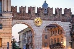 Bustehouderpoorten, Verona, Italië royalty-vrije stock afbeelding