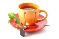 Bustina di tè in tazza fotografie stock libere da diritti