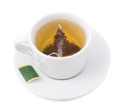Bustina di tè in una tazza bianca sulla a fotografia stock