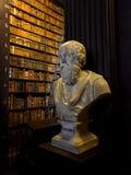 Busto da biblioteca do Trinity College de Socrates imagens de stock