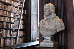 Busto de Milton en universidad de la trinidad Fotografía de archivo libre de regalías