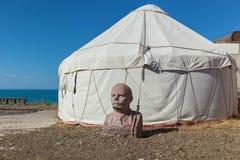 Busto di Lenin vicino alla tenda del ` s del nomade Fotografie Stock Libere da Diritti