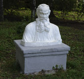 Busto di Leo Tolstoy in parco Immagine Stock