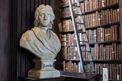 Busto di Locke in Trinity College fotografia stock