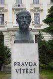 Busto di Masaryk con la citazione fotografia stock