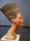 Busto famoso de Nefertiti en el museo de Pergamon