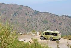 Busvia del Vesuvio turnerar bussen av den fotvandra slingan till överkanten av Mo Fotografering för Bildbyråer