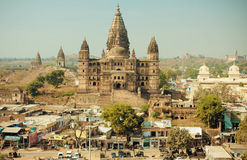 Busy city streets and tall hindu Chaturbhuj Temple in Madhya Pradesh state Stock Photo