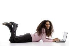 busy female hispanic laptop working young στοκ φωτογραφία με δικαίωμα ελεύθερης χρήσης