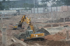 Busy running excavator At the site in SHENZHEN Royalty Free Stock Photography