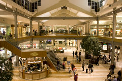 Busy shopping mall Royalty Free Stock Images