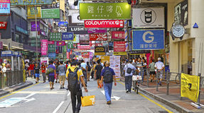 Busy street downtown mongkok, hong kong Royalty Free Stock Images