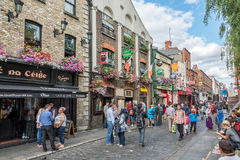 Busy street in the touristic Temple Bar area, in Dublin Ireland Stock Photography