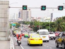 Busy traffic on The PHRA PIN-KLAO Bridge, a bridge over the CHAO PHRAYA River in BANGKOK Royalty Free Stock Photos