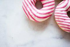 butées toriques colorées - pâtisserie et concept dénommé par nourriture doux images libres de droits