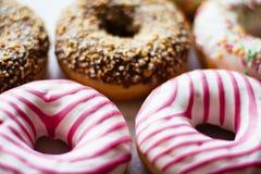 butées toriques colorées - pâtisserie et concept dénommé par nourriture doux images stock