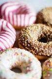 butées toriques colorées - pâtisserie et concept dénommé par nourriture doux image libre de droits