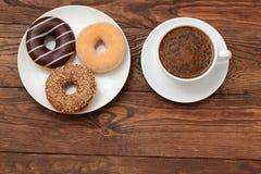 Butées toriques et café Images stock