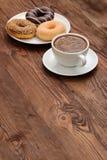 Butées toriques et café Image stock