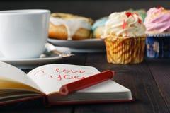 Butées toriques et message d'amour dans le carnet Image libre de droits