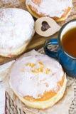 Butées toriques et tasse vitrées par classique de thé Image stock