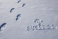 Butów ślada W kierunku sukcesu w śniegu Zdjęcie Stock