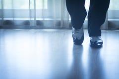 Butów cieki iść na piechotę męskiego sala balowa tana nauczyciela tancerza Zdjęcie Royalty Free