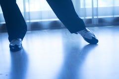 Butów cieki iść na piechotę męskiego sala balowa tana nauczyciela tancerza Fotografia Royalty Free