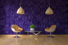 Butaca dos y tabla de cristal con la planta verde en la pared violeta texturizada vacía en interior de la sala de estar imagen de archivo