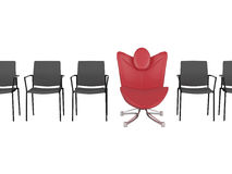 Butaca roja especial de la oficina entre el ordinario Foto de archivo