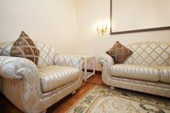 Butaca y sofá Foto de archivo