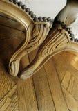 Butacas en un piso de madera Fotografía de archivo libre de regalías