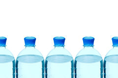butelek kopalna plastikowa rzędu woda obrazy stock