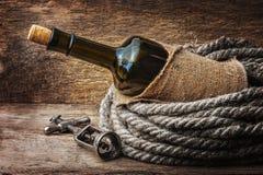 Buteljera av wine som slås in med repet Royaltyfria Foton