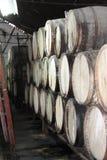 Buteljera den kubansk rom destillerade vinkällaren Arkivfoton